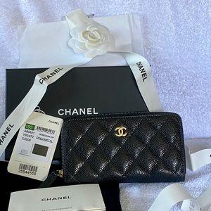 Chanel 18S Medium Zip Wallet black/burgundy